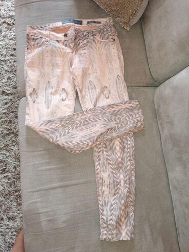 Guess-maskirne-farmerke - Srbija: GUESS pantalone, modernog dizajna sa elastinom, vel 28