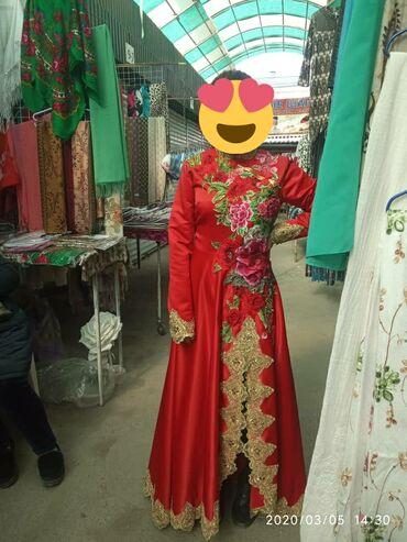 Платье абсолютно новое ни разу не носили купили не подошло по размеру