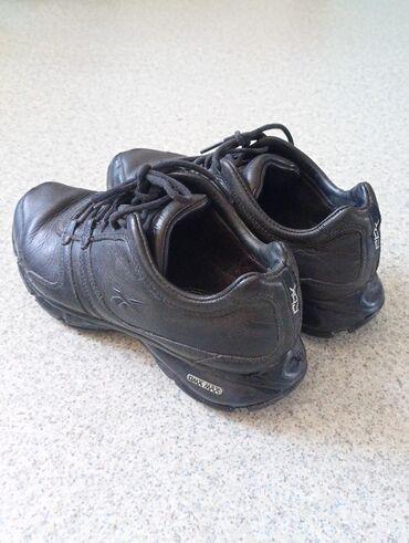 Продаю кожаные кроссовки,,размер 38