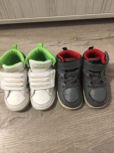Dečija odeća i obuća - Nis: Oba para za 800 dinara. Nike br. 22 - Adidas br. 22
