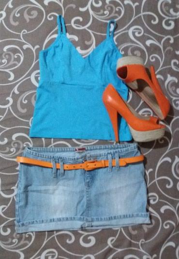 Teksas suknja i plava dekoltirana majca. - Novi Sad