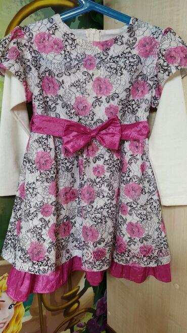Интересное платьице с руковами,красивым принтом в виде крупных