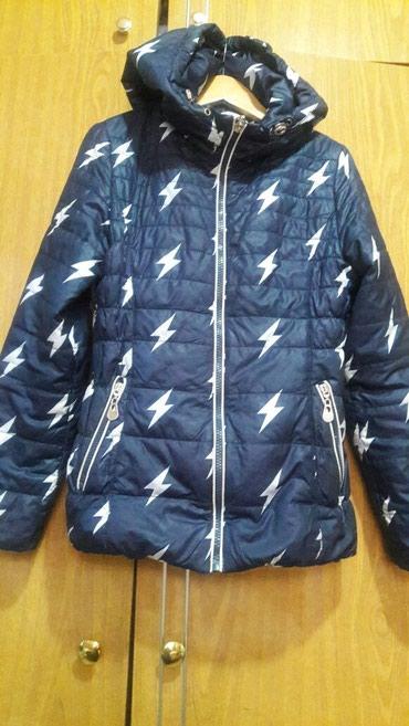 Продаю детскую демисезоную куртку б/у на девочку 8-11лет в Бишкек