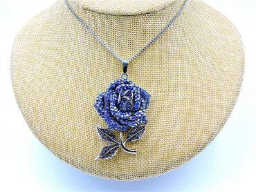Privezak-srebro - Srbija: Betsey Johnson Plava ruža sa cirkonima privezak/ogrlica1000 rsdBetsey