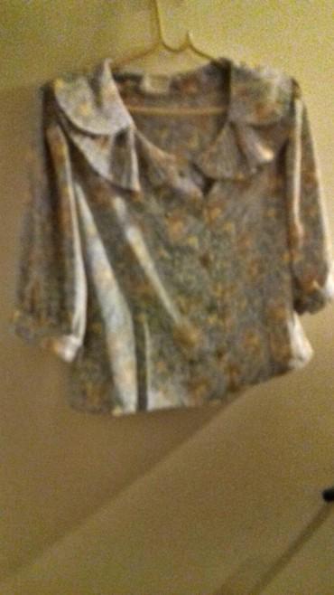 Μπλουζάκι φλοραλ( με γιακά σε Kallithea