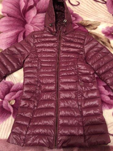 весеннюю курточки в Кыргызстан: Продаются новые классные весенние курточки, размер стандарт