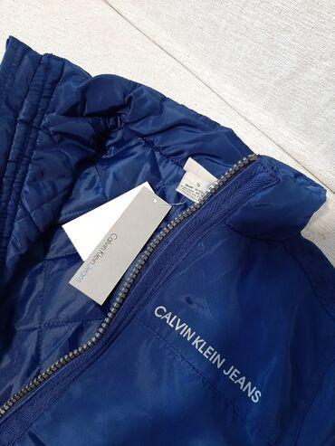 Dečije jakne i kaputi - Vrsac: Calvin Klein jakna za decaka vel 5 novo sa etiketom