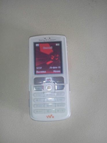 Sumqayıt şəhərində Salam şəkildə olan soni Ericsson telefonu nöqtə cızıq belə