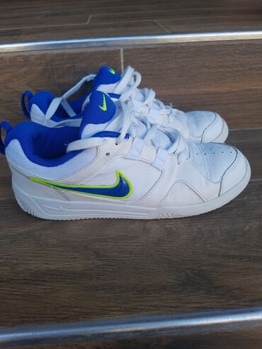 Nike patike kožne Broj 37.5. Bez ostećenja