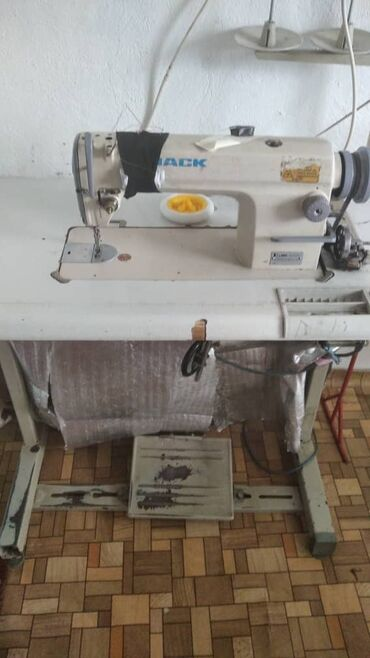 Швейная машина JACK состояние хорошее реальным клиентам уступлю