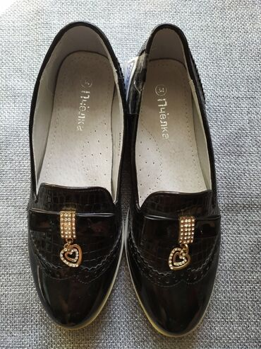 Туфли на девочку лак лодочка новые размер 34