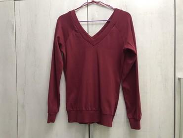 женская рубашка размер м в Кыргызстан: Женская кофта бордового цвета. Размер М. Фирма котон. Брали в алмате