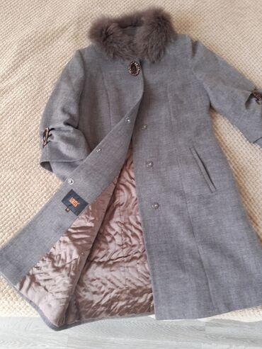 Palto.Loretta brendidir.lalafoda 190- 200 manata qoyublar. Cemi 1 defe