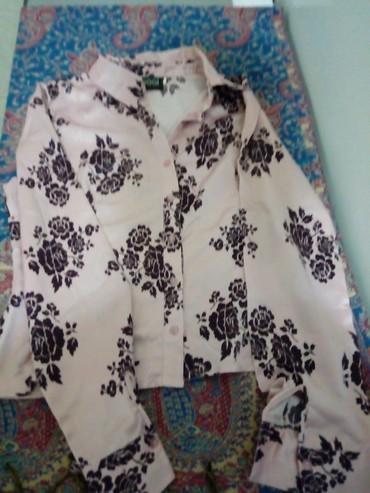 женские рубашки в клетку в Азербайджан: Продается шелковая рубашка в хорошем состоянии производства