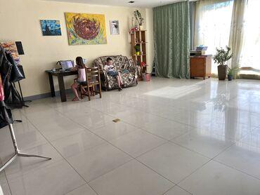 Аренда коммерческой недвижимости в Кыргызстан: Сдаются помещения 45 кВ м и 28 кВ м с большими витражными окнами. СОВЕ