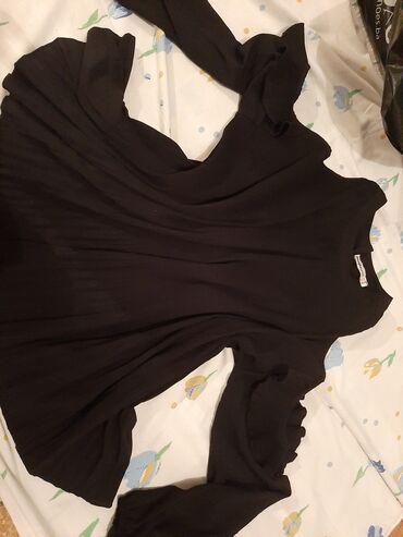 Bluza je - Srbija: Crna bluza,sa otvorima na ramenima,mnogo lepsa uzivo. zbog modela