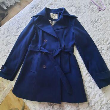 женская пальто в Кыргызстан: Продаю пальто темно синего цвета Производство : Великобритания Состав