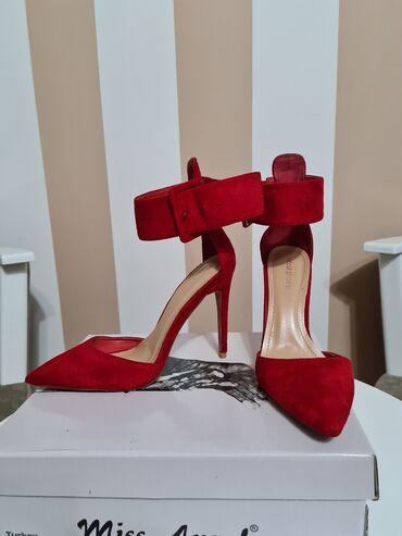 Cipele 37 - Srbija: Crvene cipele na stiklu. Broj 37. Obuvene jednom. U perfektnom stanju