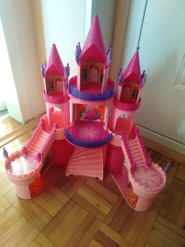 Dvorac sa melodijom cena 500din ima nesto od dodataka