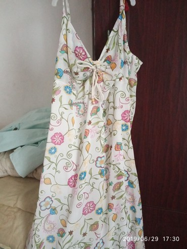 белое летнее платье в Кыргызстан: Продаю летнее платье до колен 42размер