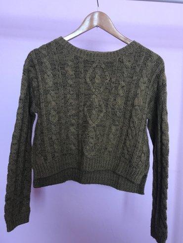 джемперы в Кыргызстан: Слегка укороченный свитер bershka. размер (xs-s). В идеале.  Свитшот