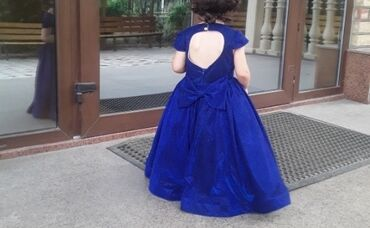 Детский мир - Дмитриевка: Очень красивое нарядное платье с открытой спинкой на возраст 2 -3