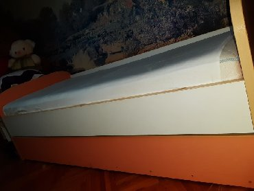 Krevet, očuvan. Dole se otvara i ima još 1 ležaj - Belgrade