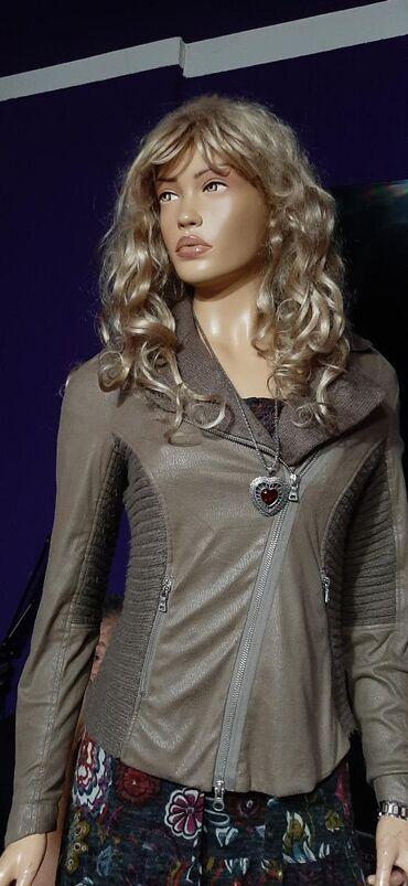 Prelepa jaknica,vuna i plis,idealna