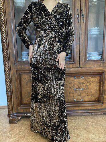 Очень красивое вечернее платье с паетками. Размер 42/44. Цена 2700