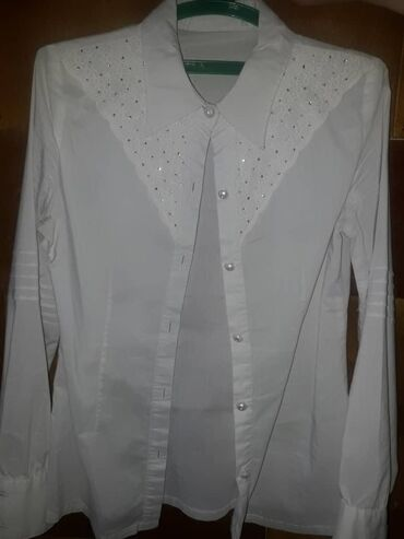 Рубашки белые. почти новые. на 7-10лет