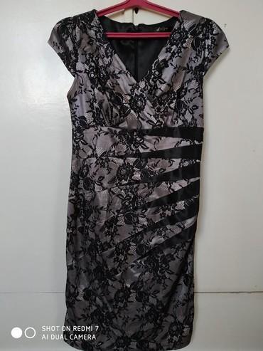 шуба до колени в Кыргызстан: Платье до колен, атласно-гипюровое, серебристо чёрного цвета,42