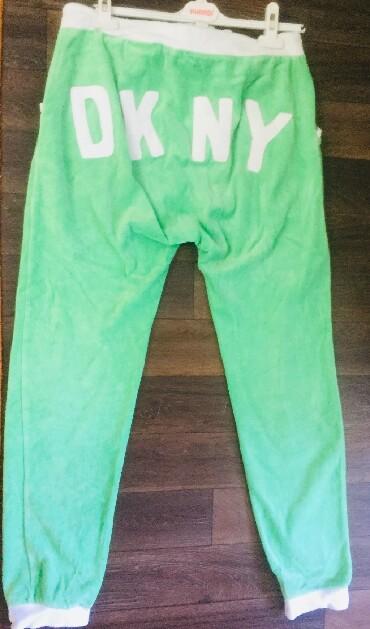 pidzhak dkny в Кыргызстан: Продаю бу итальянский велюровый костюм ( DKNY), размер свободный