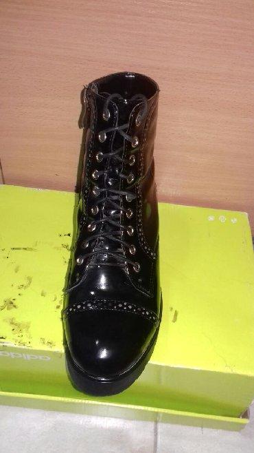 Полуботинки на каблуках, демисезонные, женские, в отличном состоянии