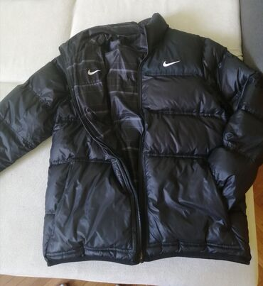 Original Nike jakna, punjena paperjem, sa dva lica, kao nova, obučena