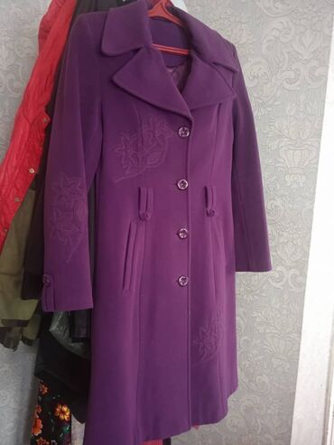 Пальто турецкая фирма. Состояние хорошее. Цена 800 сом