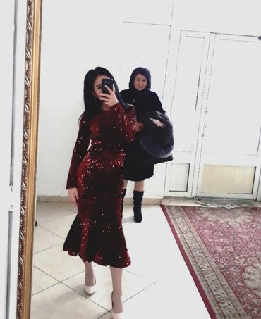 атласное платье со шлейфом в Кыргызстан: Продаю платье русалка из пайеток. Размер М, 44. Одевала 1раз. Идеально