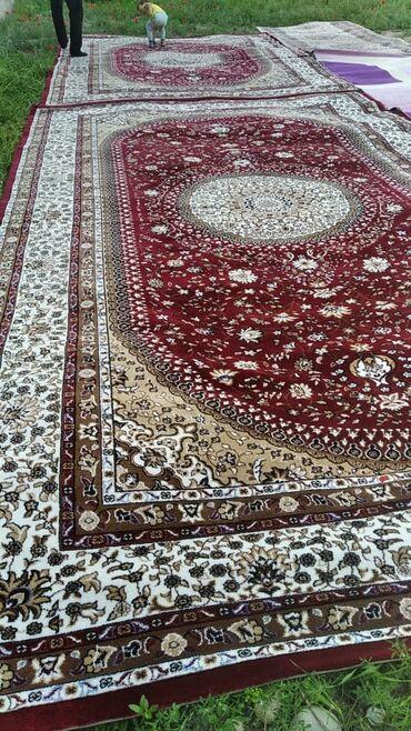 Продаю ковры и дорожки в отличном состоянии красные 2 шт, дорожки 2