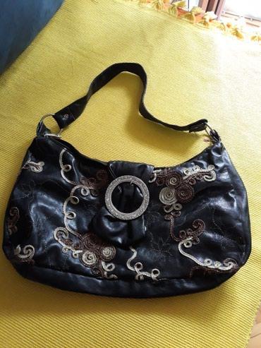 Tašne - crno - Pozarevac: Tasnica crna sa vezom mekana kao rukavice.300 din