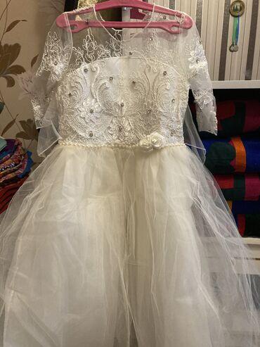 Очень красивое платья один раз одевали нам уже маленькие на возраст 2/