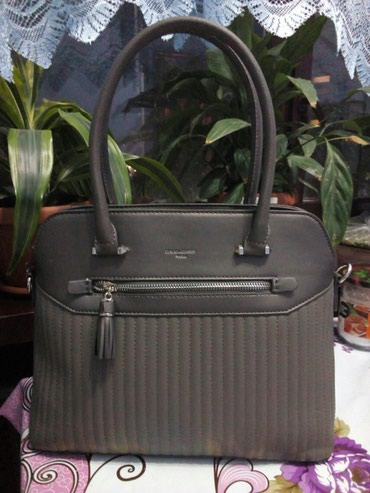 Продаю новую женскую брендированную в Бишкек