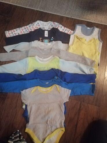 Paket sadrzi - Srbija: Paket odeće za dečaka vel.80Paket sadrzi 30tak komada odeće, 7 kapi i