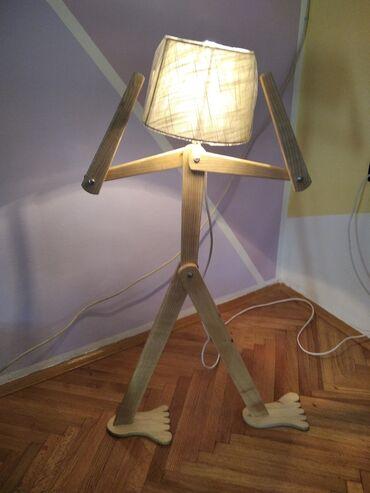 Podna lampa - Srbija: Podna lampa od drveta. 92 cm. nozni prekidac . kao sto se vidi moze u