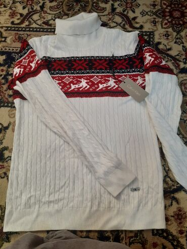 Срочно продаю.  Новый свитер.Приятный к телу материал 🥰🥰🥰