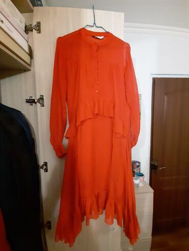 Платья в отличном состоянии одевала 1 раз  В красном цвете