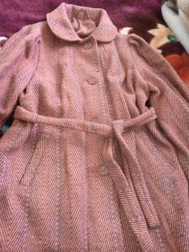Пальто деми для девочки.. За 150 сом или коробку конфет.. Токмак микр. в Токмак