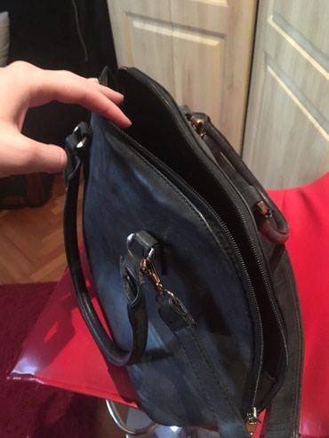 Crna torba sa kaišem na podršavanje, očuvana. - Nis