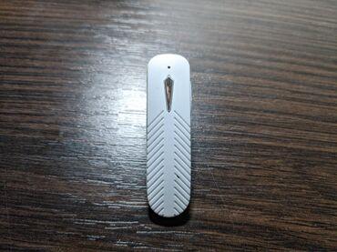 Bluetooth handsfree slusalica. Nikada nije koriscena, ima dugme za