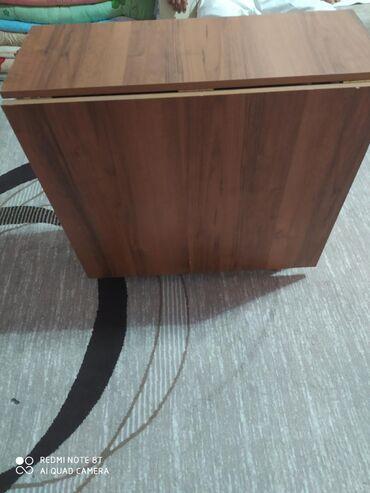 Продают трансформер стол в состоянине хорошее размер ширина 80см,длина