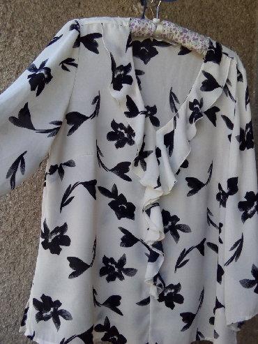 Pre lagana peleri na - Srbija: Crno bela lagana bluza,sa karnerom na okovratniku,velicina XL