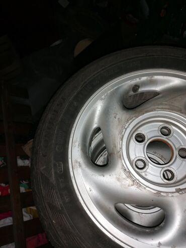 Bmw 1 серия 135i mt - Srbija: Prodajem letnje gume sa felnama w polo tri gume su kao nove, jedna poc
